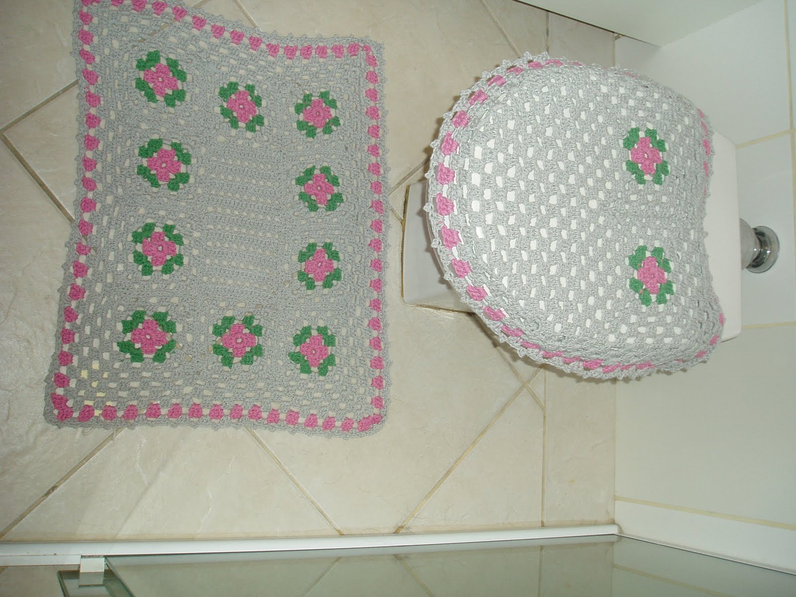 Tecendo Receitas: jogo de banheiro em croche basico rosa e cinza #894260 1600x1200 Acessórios Banheiro São Paulo