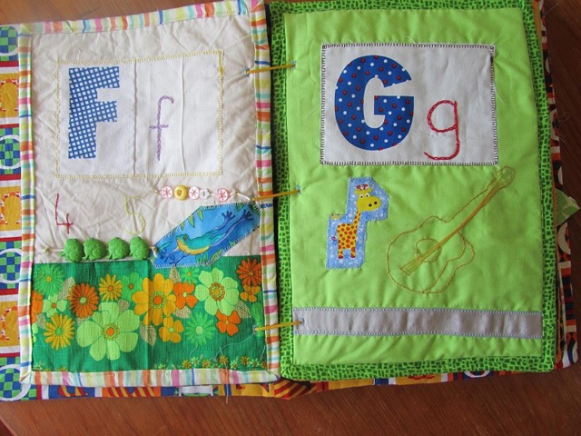 The quiet book blog paulas abc quiet book this book has so much cute embroidery i love all the ideas paula came up with for each letter please enjoy solutioingenieria Images