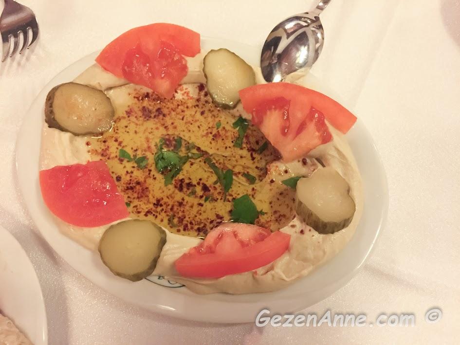 ortada zeytinyağlı humus, Sveyka restoran Antakya