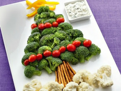 Broccolli, tomatoes, peppers and cauliflower arranged in the shape of a Christmas Tree