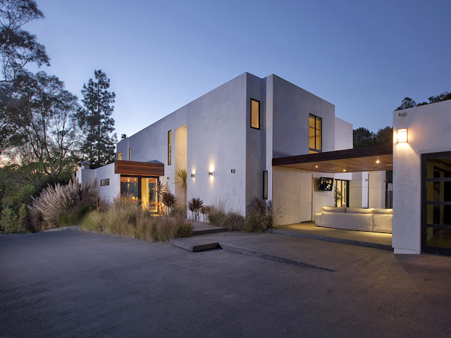 Photo of the driveway and the entrance into the modern home in Beverly Hills