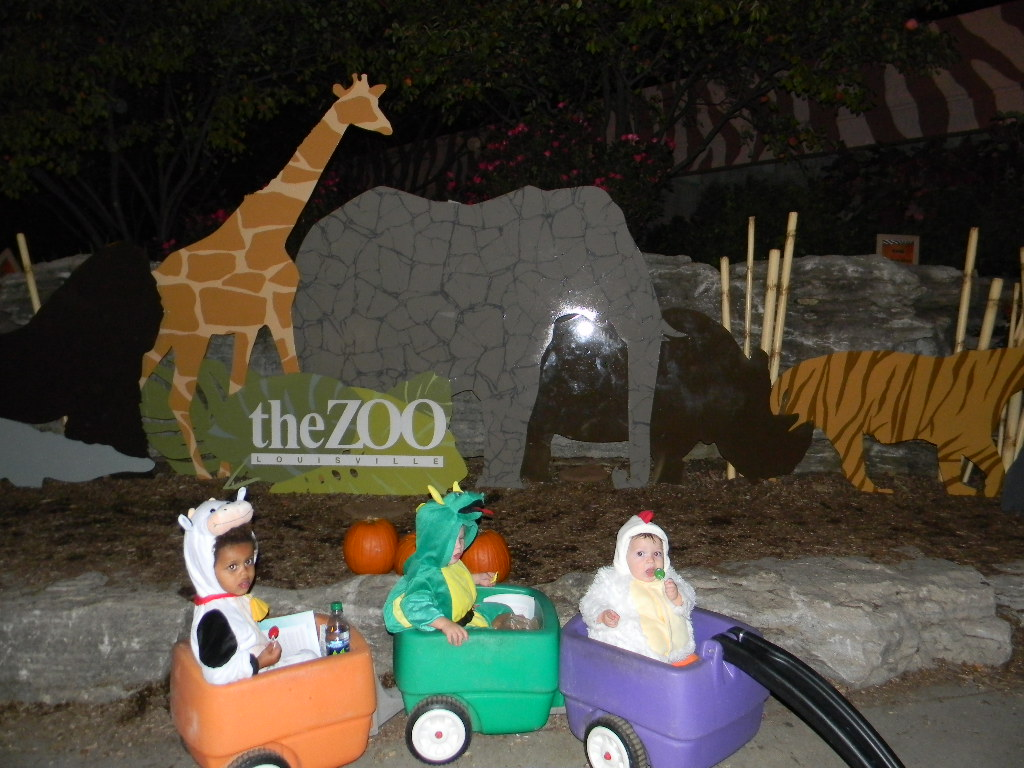The Growing Gibson Family: Halloween Party at the Louisville Zoo