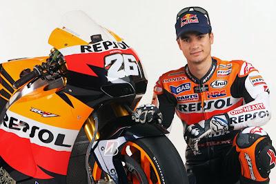 2011 Repsol Honda RC212V MotoGP Dani Pedrosa Pose