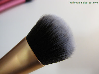 Brocha Real Techniques Expert Face Brush Iherb