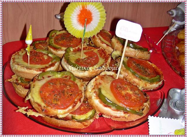 Μπουφές για πάρτι γενεθλίων της Φραουλίτσας Πιτσάκια ατομικά με ψωμί σάντουιτς