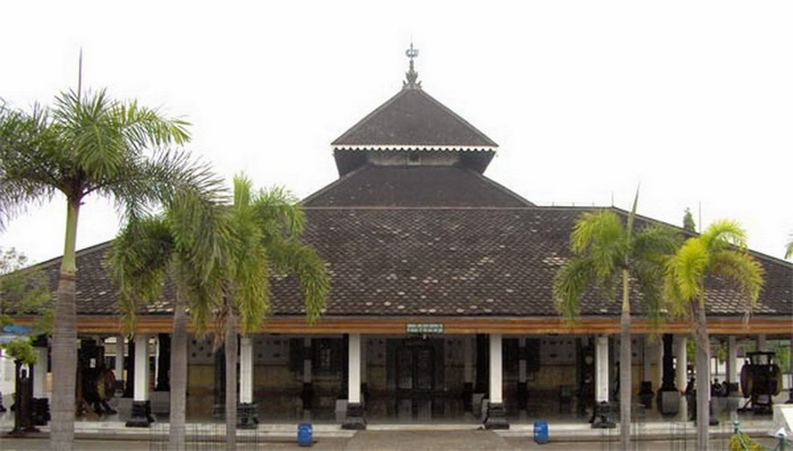 7 Masjid Tertua dan Paling Bersejarah di Indonesia