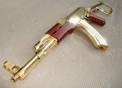 koleksi senjata api yang diperbuat daripada emas tulen, yang dipunyai ...