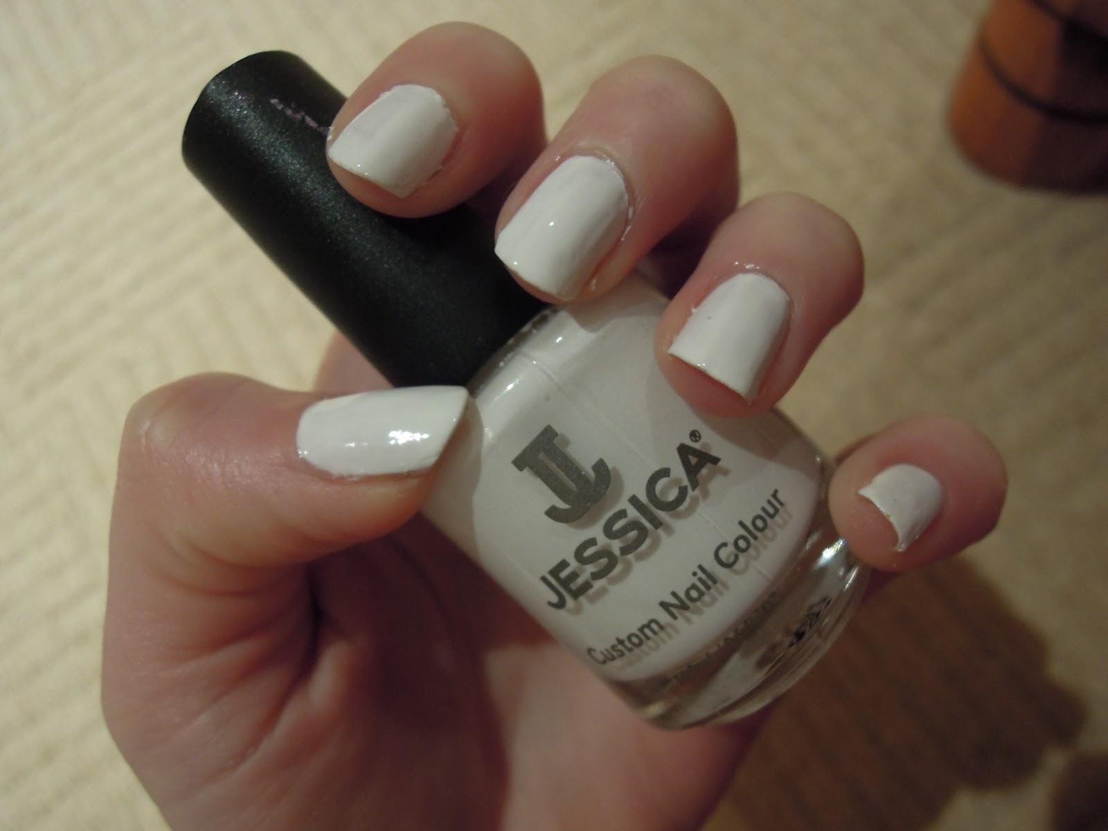 Time to Make-up: Kim Kardashian-style white nails