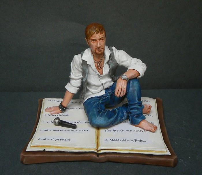 statuina personalizzata cantante statuetta ritratto da foto orme magiche