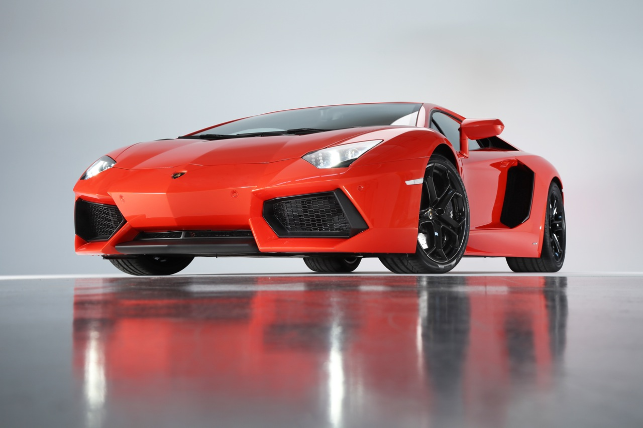 http://3.bp.blogspot.com/-n31YXDAVTyU/Tc7AxvMVm_I/AAAAAAAABk8/T2O2EqpVrX0/s1600/2012-Lamborghini-Aventador-LP700-4.jpg