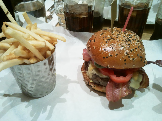 Burger & Lobster Burger - Presentation