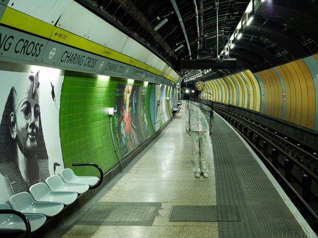 11-London-Charring-Cross-Liu-Bolin-Find-The-Painted-Invisible-Man-www-designstack-co