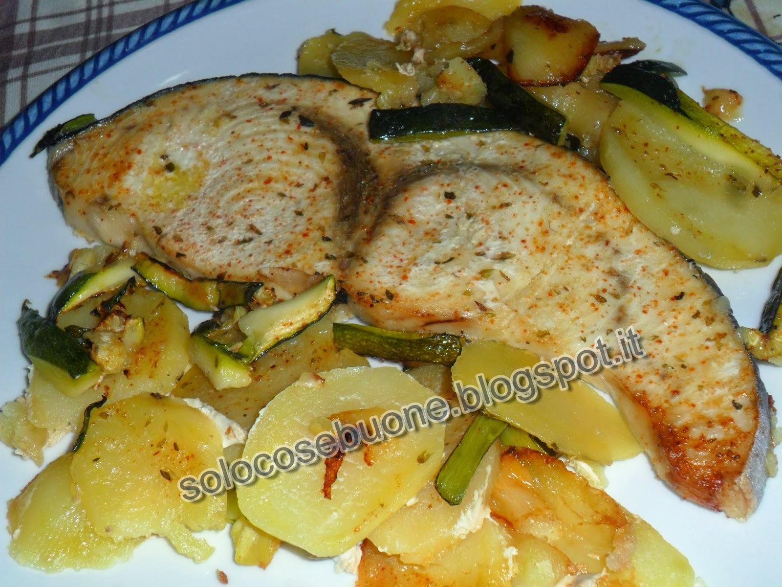 pesce spada al forno  con patate e zucchine