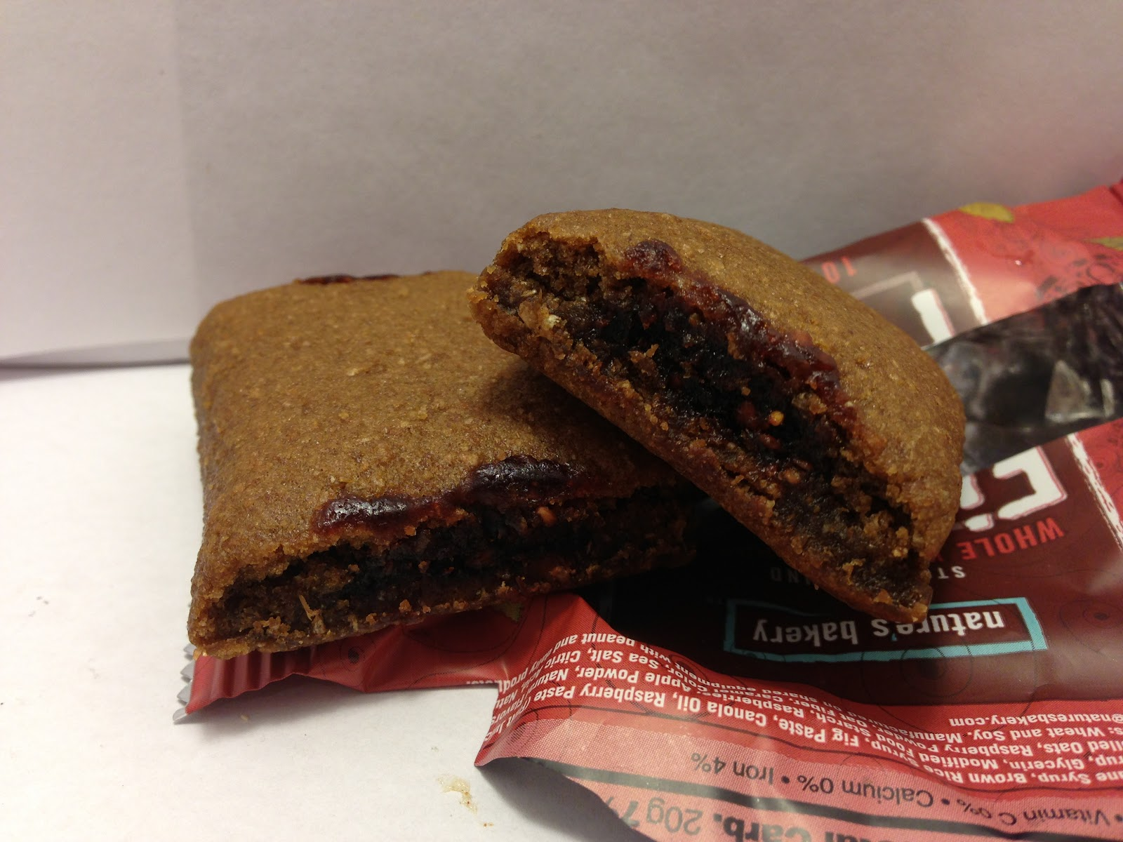 ... : Review: Nature's Bakery Stone Ground Whole Wheat Raspberry Fig Bar