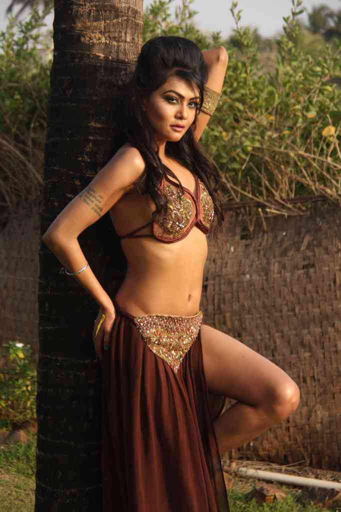 Umair Jafar Bikini Wallpaper1 - Umair Jafar&#39;s bikini Wallpapers