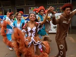 Quadrilha Num só piscar, de São Sebastião, participa de Festival