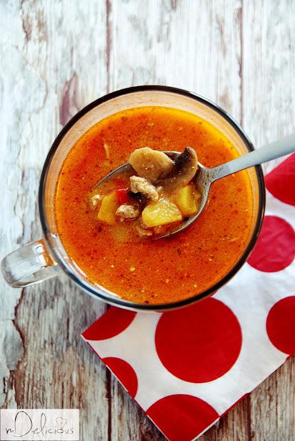 zupa z chili, zupa rozgrzewająca, zupa na zimę, zupa na rozgrzanie, zupa z papryką, zupa z mięsem mielonym, zupa węgierska, zupa po węgiersku, przepis na zupę rozgrzewającą, przepis na zupę z chili