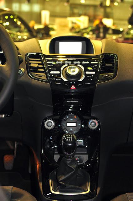 Ford Fiesta Titanium 2014 central console