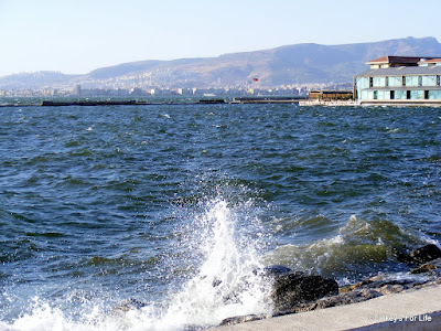 Cooling Sea Spray In Izmir