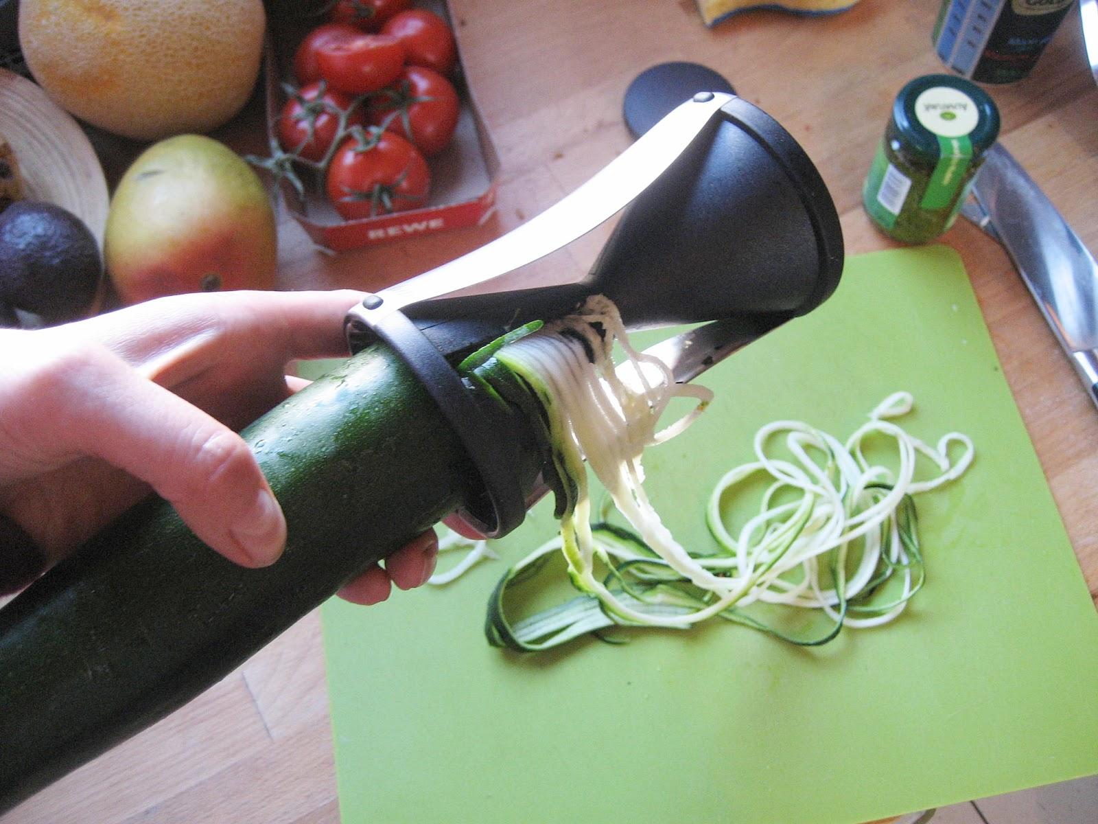 vegan o mania vegan basics zucchini spaghetti. Black Bedroom Furniture Sets. Home Design Ideas