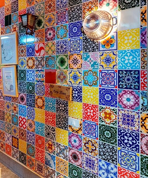 morar mais por menos - luminária criativa e barata - azulejo na cozinha - escorredor de macarrão