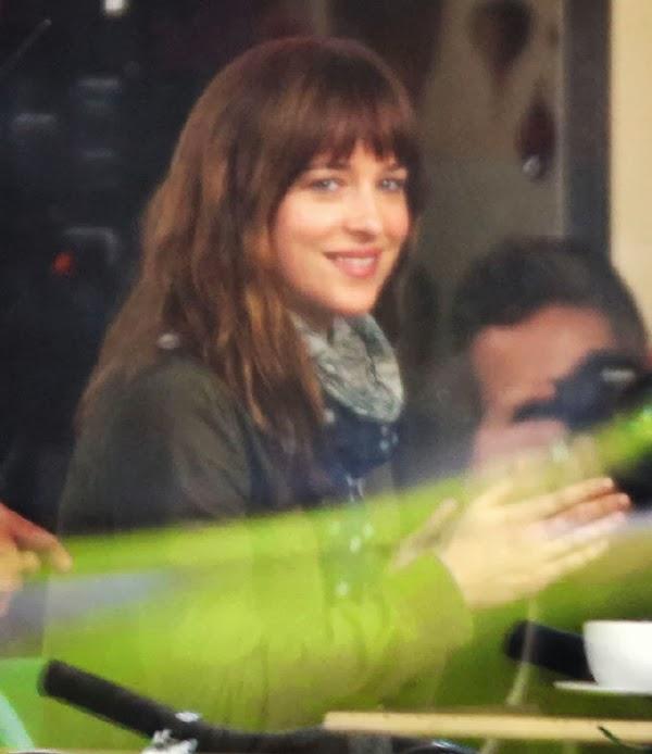 Dakota Johnson  en el rodaje de 50 Sombras de Grey: primeras imágenes50 Sombras de Grey: primeras imágenes