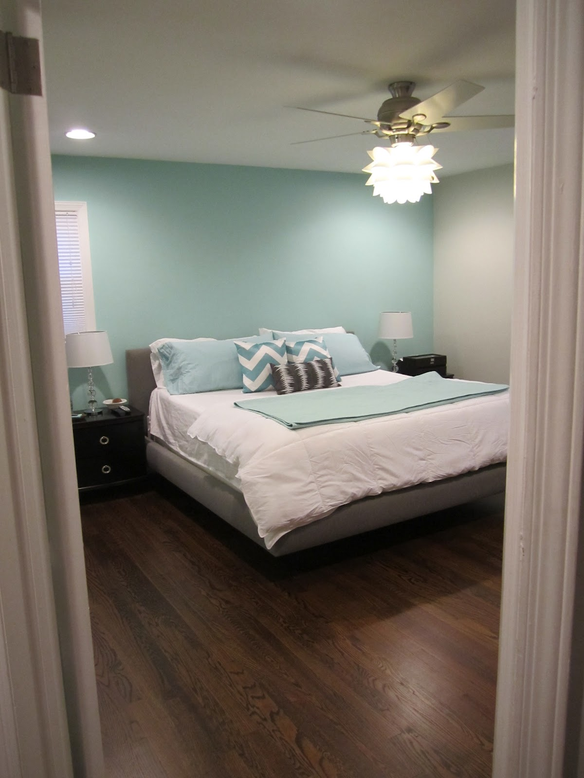 Aqua accent wall bedroom - Monday March 26 2012