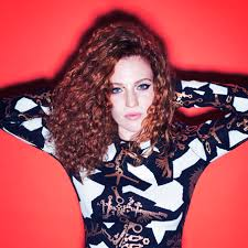 What is the height of Jess Glynne?