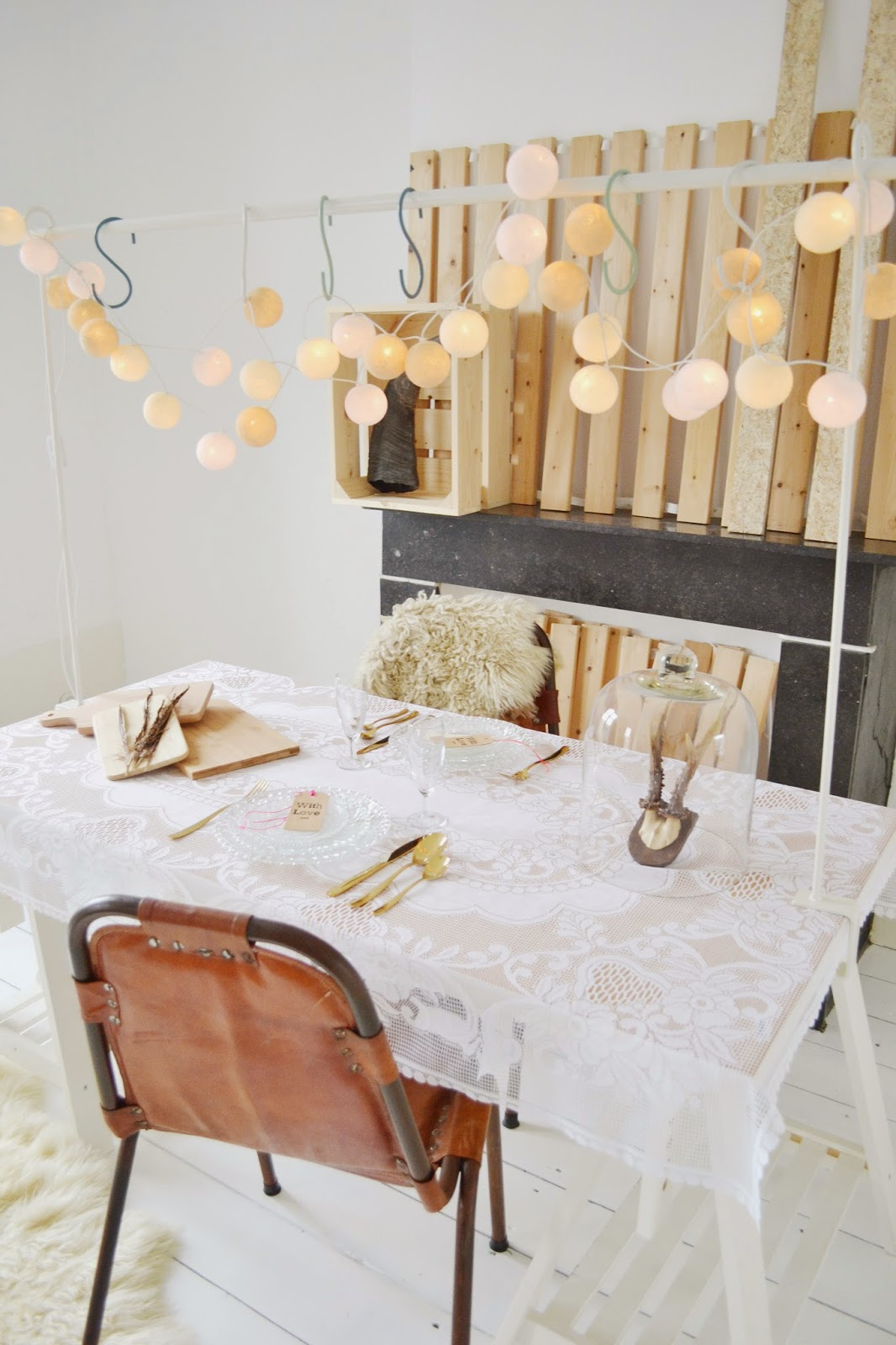 http://deens.nl/woonshop/woonaccessoires/tuinaccessoires/tafelklem-limited-edition-offwhite.html