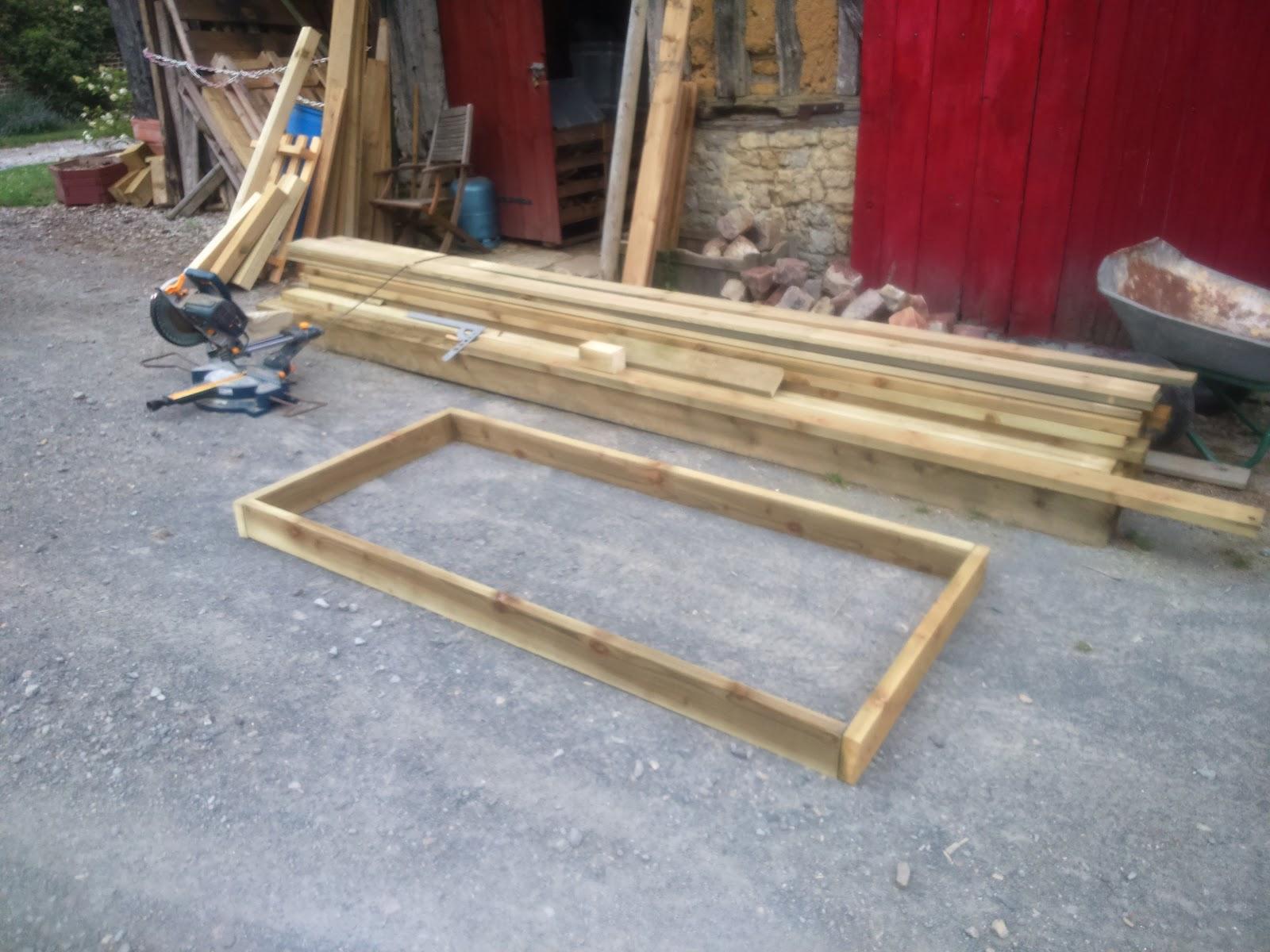 Fabriquer son salon de jardin en bois for Plan table de jardin en bois