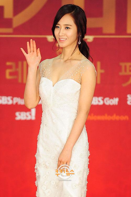 Yuri en los SBS Drama Award 2012 Snsd+yuri+sbs+drama+awards+(1)