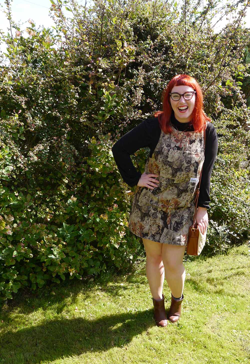 Cat dress, cat pinafore, what Helen wore, red head, ginger hair, Scottish blogger, Scottish designer, 60's style, The Whitepepper bread bag, best friend necklace, Best Bitches, La La Land friendship necklace, autumnal style, autumn style