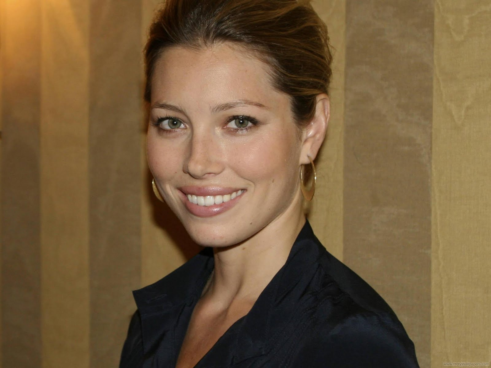 http://3.bp.blogspot.com/-n5WEPufxFAM/TracAdahTEI/AAAAAAAAPfU/eXV0yoyIgj0/s1600/jessica_biel_actress_latest_wallpaper-07-1600x1200.jpg