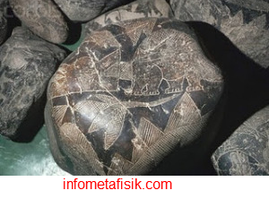 Lukisan Batu Kuno Peru, Bukti Manusia Pernah Hidup Bersama Dinosaurus - infometafisik.com