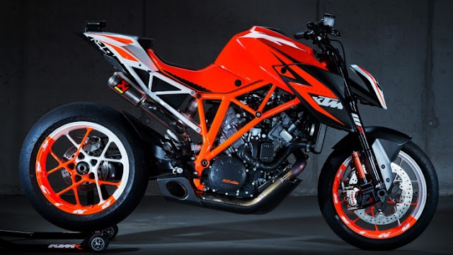 KTM 1290 Super Duke R Official Photos |  KTM 1290 Super Duke R Prototype