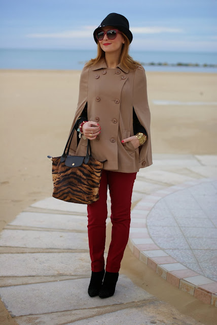 Longchamp Le Pliage tigre bag, Persunmall cape, Loriblu heels, Fashion and Cookies, fashion blogger