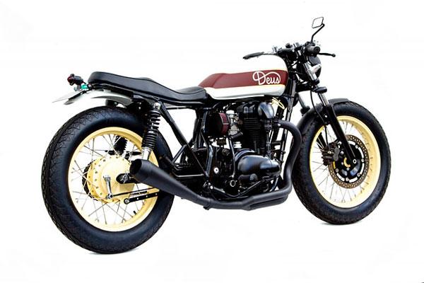 Kawasaki W650 side rear
