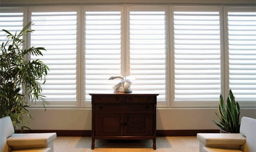 How to Compare Wood and also Vinyl Plantation Shutters