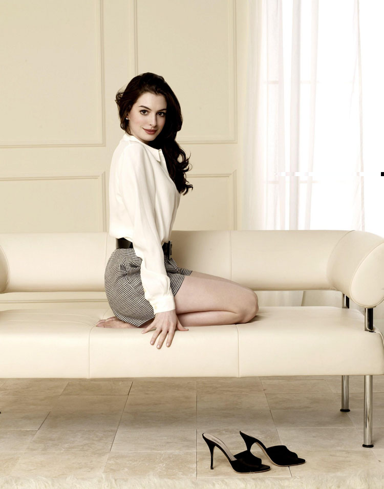Anne Hathaway Hair Color 29