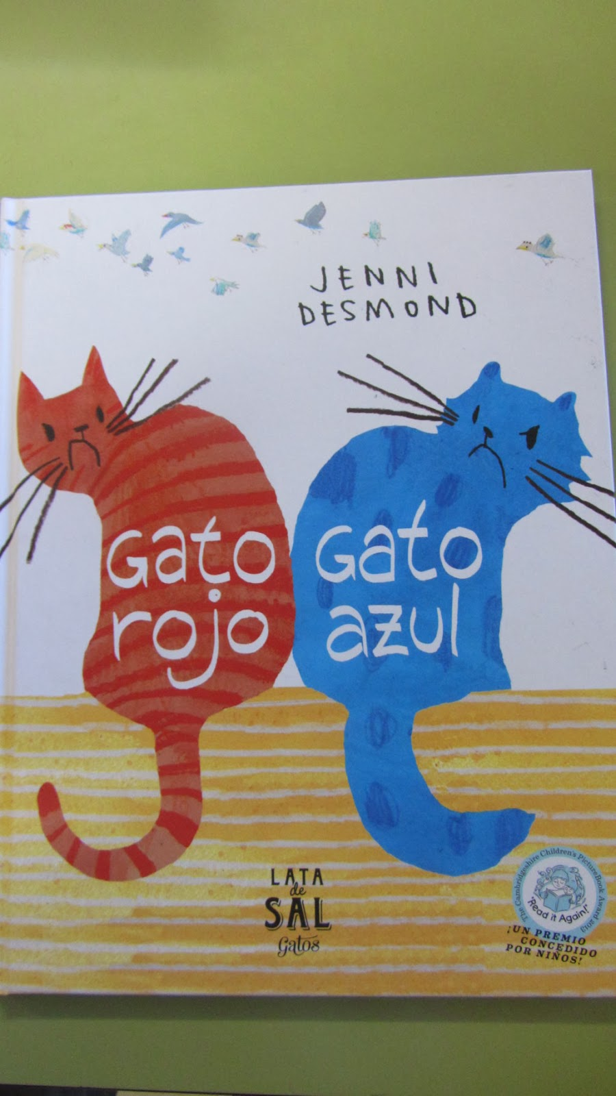 http://issuu.com/latadesal/docs/gato_rojo__gato_azul