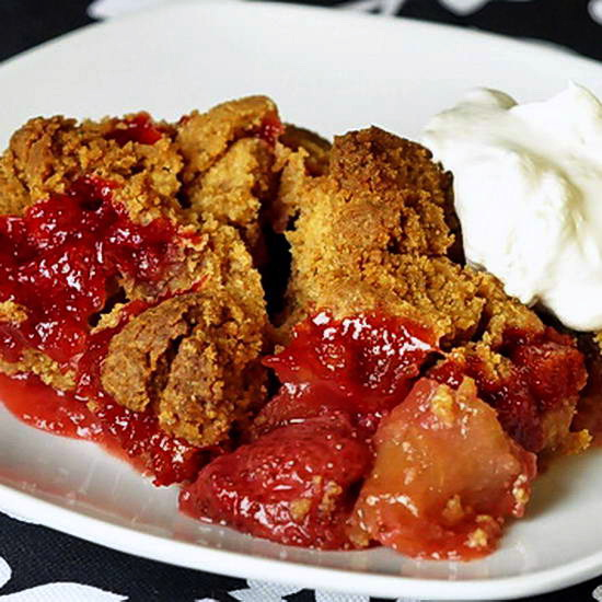 Strawberry Apple Graham Crumble