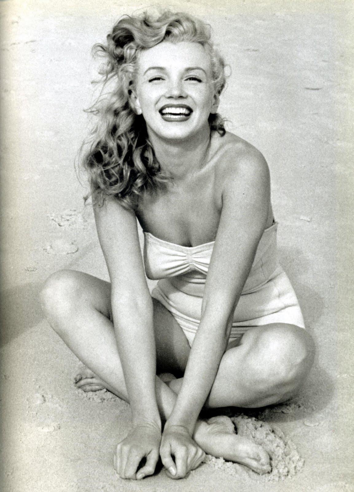 http://3.bp.blogspot.com/-n6_stIOW_-U/TmeZGNebClI/AAAAAAAAAMI/3VF0-rJDOKo/s1600/Marilyn-Monroe-Feet-279700.jpg