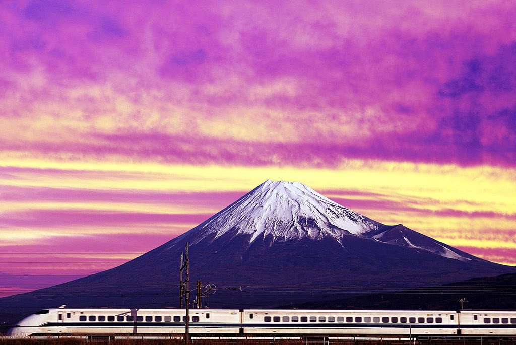 Monte Fuji con el shinkansen a sus pies
