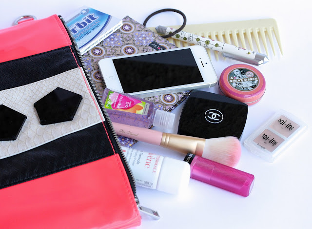 What's In My Bag summer clutch