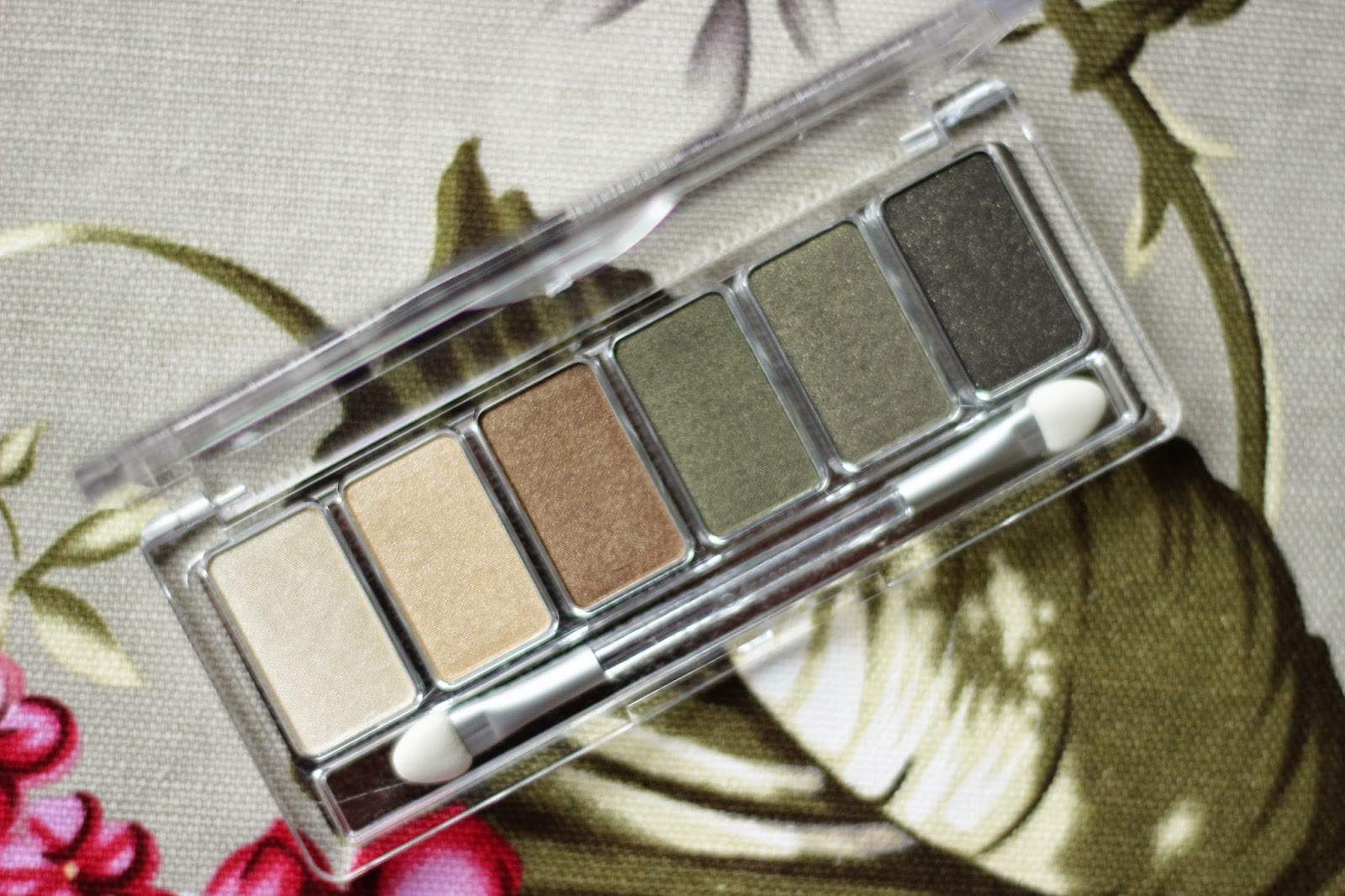 essence hello autumn eyeshadow palette keep calm & go for a walk