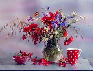 flores silvestres, amapolas, cerezas