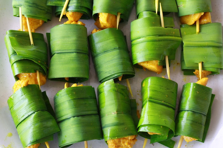 how to wrap chicken in pandan leaves