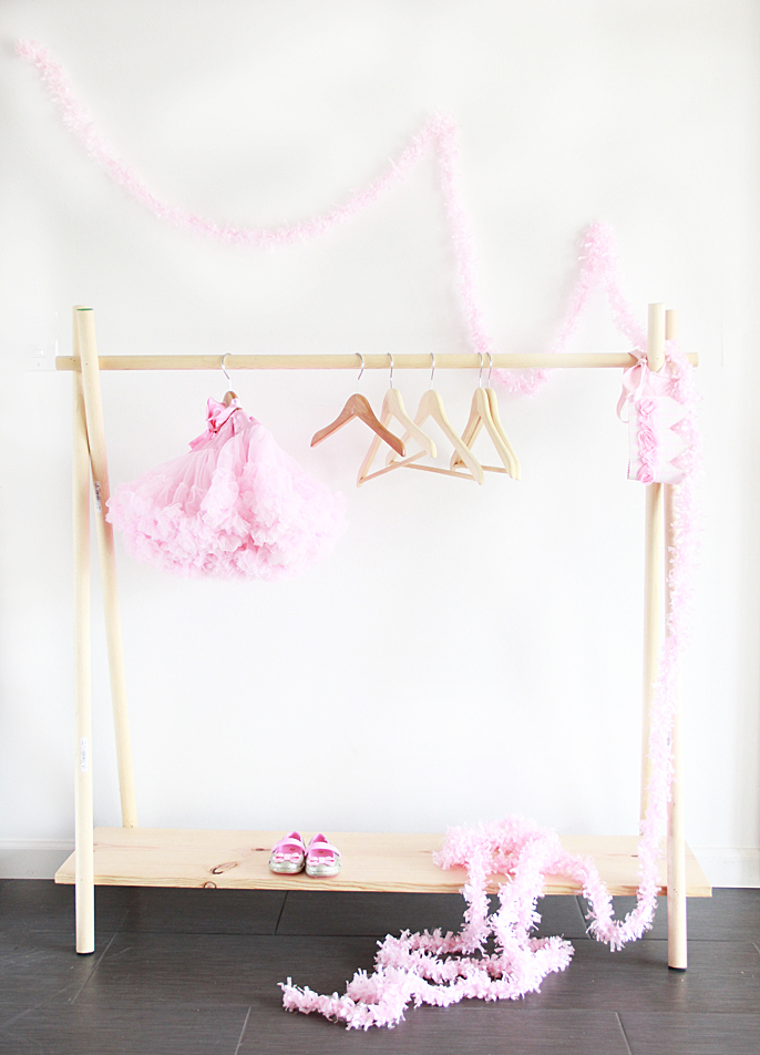 a bubbly life diy wooden clothing rack in 10 yes 10 minutes. Black Bedroom Furniture Sets. Home Design Ideas