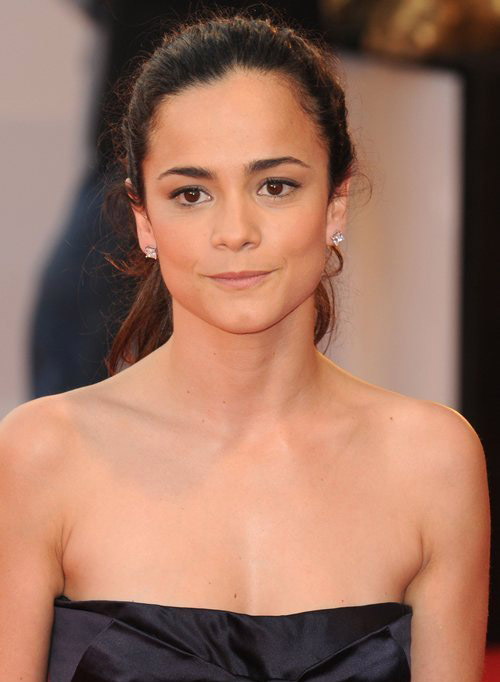 Alice Braga Hairstyle 24
