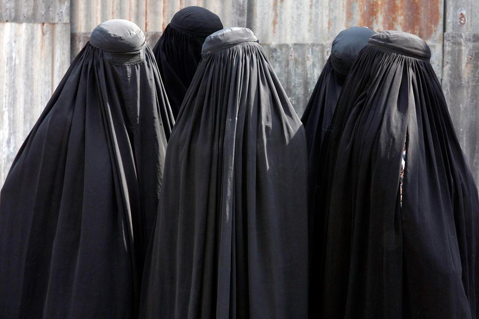 EU SINCERAMENTE NÃO CONSIGO ENTENDER COMO QUE Veu-islamico0029
